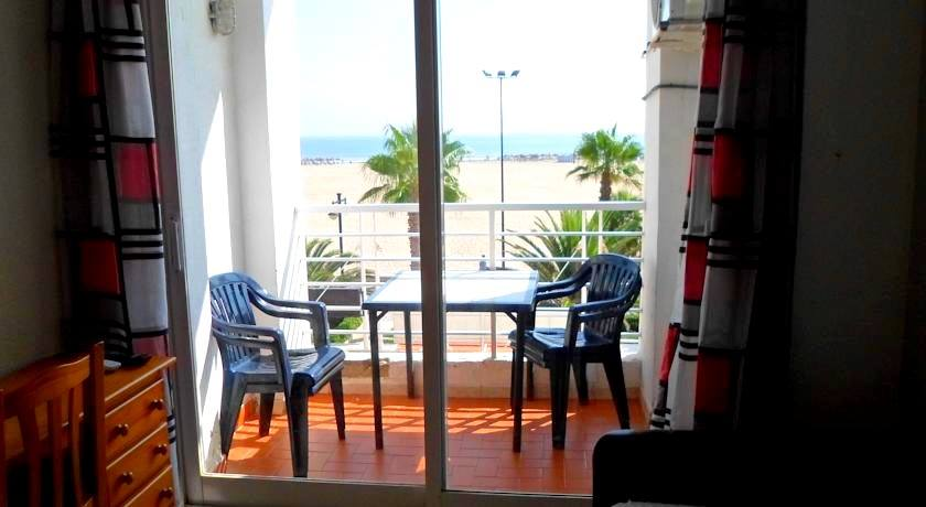 Habitación triple con vistas al mar Hostal La Barraca Valencia